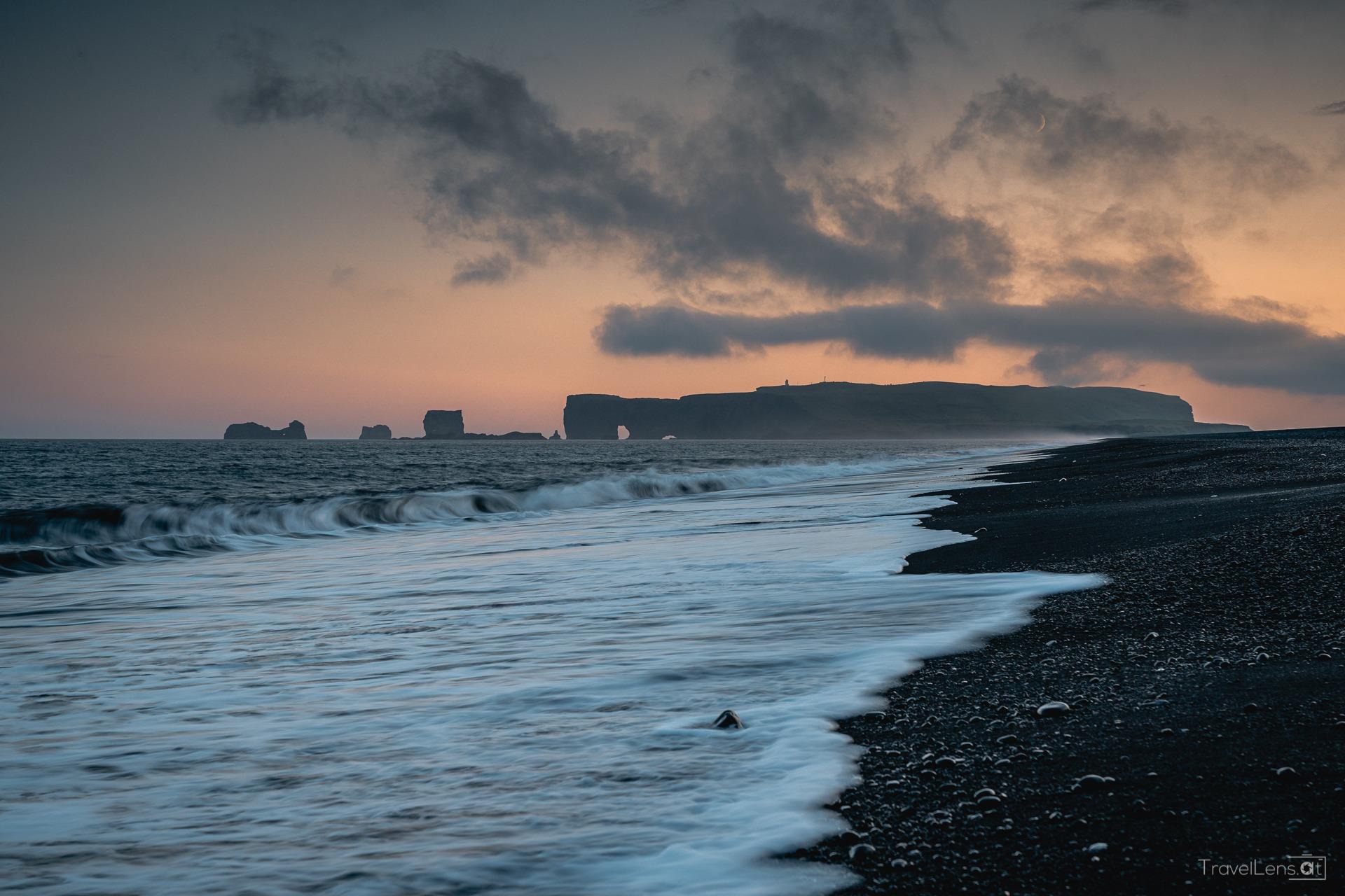 Island Tag 11 – Berühmter schwarzer Sandstrand und ein Flugzeugwrack
