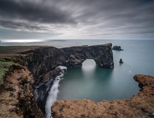 Island Tag 12 – Ein Arch im Meer und die Rückseite eines Wasserfalls